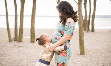 Έγκυος στο δεύτερο παιδί! Υπέροχες φωτογραφίες μαμάδων με τα πρωτότοκα παιδιά