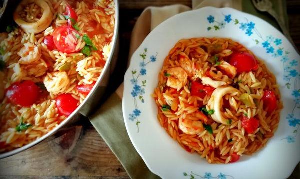 Γιουβέτσι λαχανικών και θαλασσινών στην κατσαρόλα