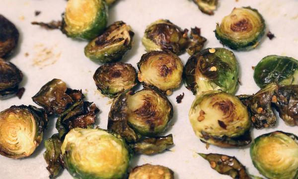 Η καλύτερη και πιο εύκολη συνταγή για ψητά λαχανάκια Βρυξελλών
