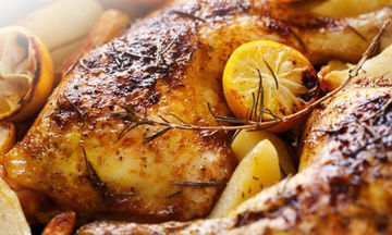 Κοτόπουλο στο φούρνο με πατάτες και πορτοκάλι να γλύφετε τα δάχτυλά σας