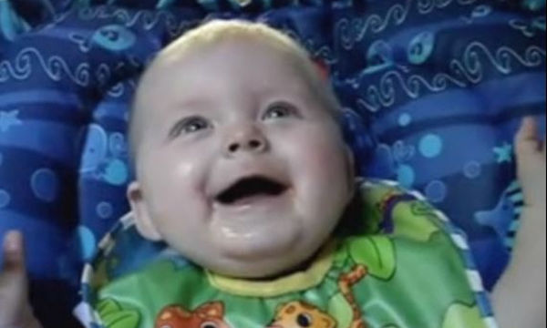Δείτε πώς γελούν αυτά τα παιδιά ανάλογα με τα κέφια τους (vid)