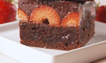 Σοκολατένιο κέικ με φράουλες - Γλυκιά απόλαυση