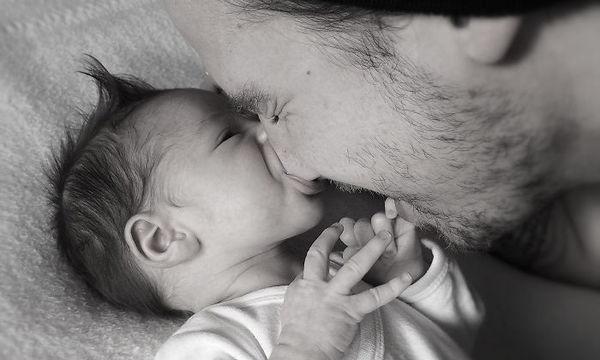 Σαράντα πέντε φωτογραφίες που αποτυπώνουν τη μοναδική σχέση παιδιού και μπαμπά (pics)