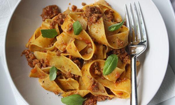 Συνταγή για πεντανόστιμα μακαρόνια με αυθεντική σάλτσα μπολονέζ