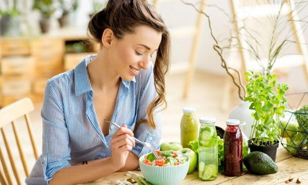 Τέσσερα χρήσιμα tips που θα σας βοηθήσουν να μην πεινάτε όλη την ώρα
