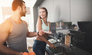 Δουλειές σπιτιού: Πώς επηρεάζουν τη σεξουαλική ζωή των ζευγαριών