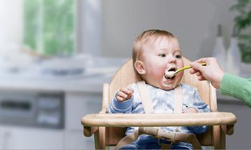 Τι αλλάζει στη βρεφική διατροφή - Όσα πρέπει να γνωρίζουν οι νέοι γονείς