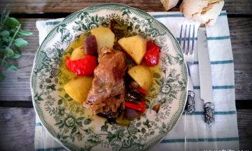 Συνταγή για πεντανόστιμο κατσικάκι στη γάστρα