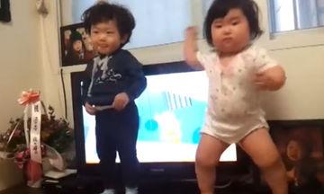 Δείτε με τι νάζι χορεύει αυτή η πιτσιρίκα - Θα ξετρελαθείτε με το ύφος της (video)