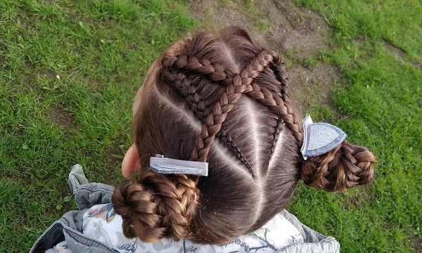 691e820a0b3 Δεκαπέντε χτενίσματα για κοριτσάκια με μακριά μαλλιά, που κάνουν θραύση στο  Instagram