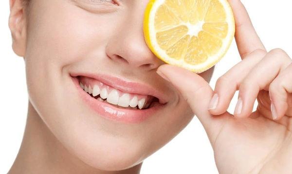 Σπιτική μάσκα γιαούρτι με λεμόνι για λαμπερό δέρμα