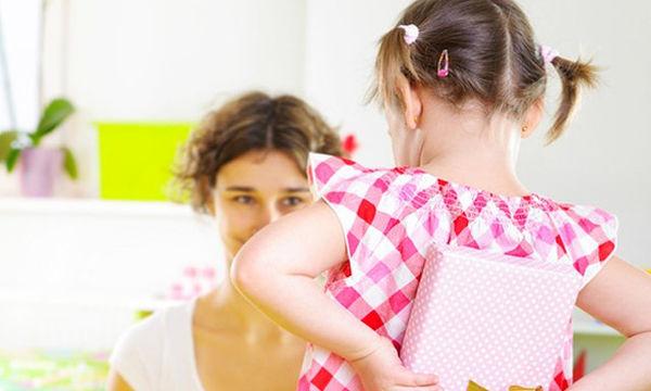 Πρόταση δώρου για τη Γιορτή της Μητέρας: Τσαντάκι με floral κεντημένο σχέδιο