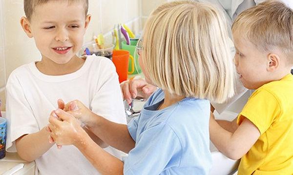 Γιατί πρέπει να μάθουμε στα παιδιά να πλένουν συχνά και σωστά τα χέρια τους
