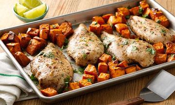 Κοτόπουλο στο φούρνο με γλυκοπατάτες - Η εναλλακτική πρόταση για το κυριακάτικο τραπέζι