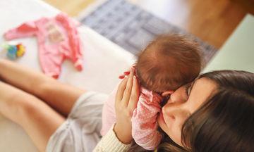 Όταν το παιδί μου κλαίει πρέπει να το πάρω αγκαλιά;