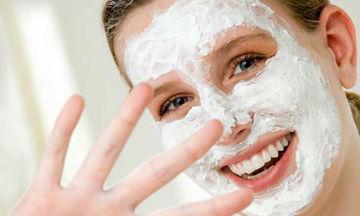 Ενυδατώστε το πρόσωπό σας με μια εύκολη σπιτική μάσκα