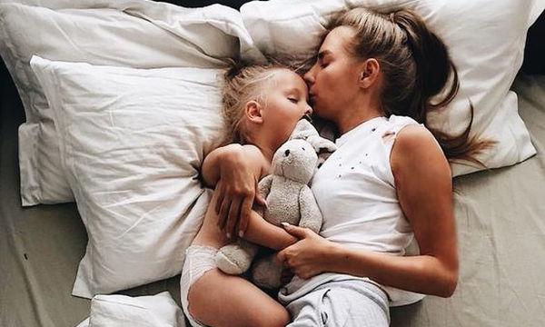 Τελικά, βοηθάει ο ύπνος τη μαμάς την ώρα που κοιμάται το μωρό;