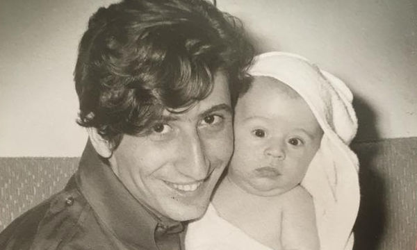 Sunny Μπαλτζή: Το συγκινητικό «αντίο» στον παππού της κόρης της, Χάρρυ Κλυνν