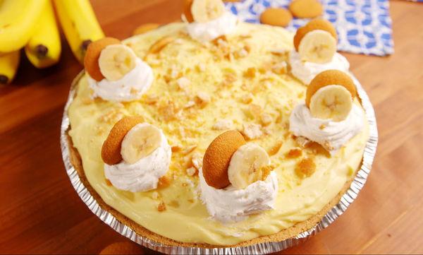 Διαφορετικό cheesecake με μπανάνα και κρέμα βανίλιας
