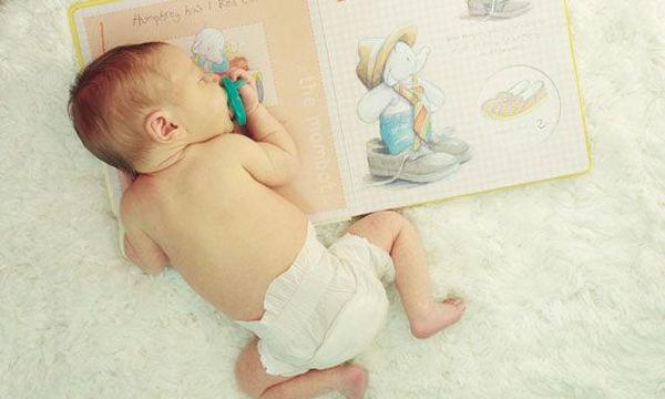 Δώστε ερεθίσματα στο μωρό σας με αυτό το βρεφικό βιβλιαράκι