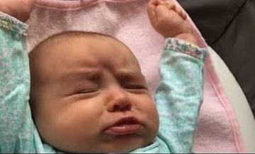 Απίθανο βίντεο: Δείτε τι απολαμβάνει να κάνει αυτό το μωρό μόλις ξυπνάει