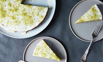 Κέικ φιστίκι με ροδόνερο και κάρδαμο