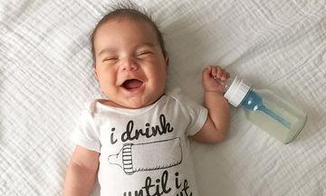 Μαμά φωτογραφίζει το μωρό της, στις πιο αστείες πόζες που έχουμε δει