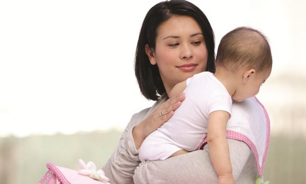 Πώς να βοηθήσετε το μωρό σας να ρευτεί σωστά