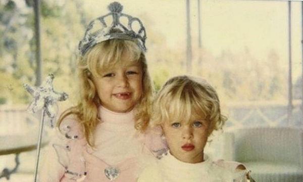 Διάσημα αδέλφια σε παιδικές φωτογραφίες που μας έκαναν να «λιώσουμε»