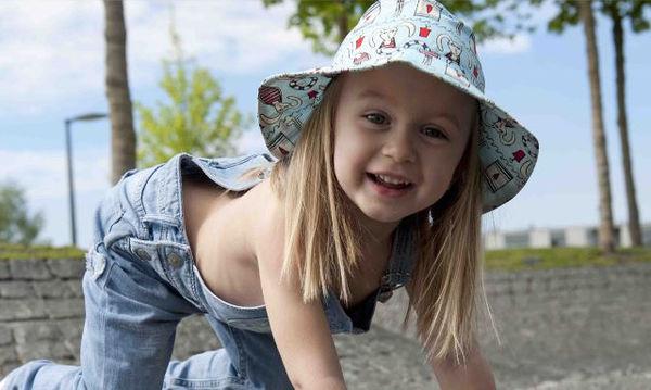 Καπέλο με φιόγκο για μοντέρνα κορίτσια