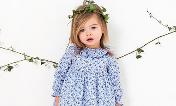 Αυτό το βρεφικό φορεματάκι με καλοκαιρινά σχέδια θα σας ενθουσιάσει
