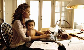 Άδεια μητρότητας: δικαιώματα και παροχές για όλες τις εργαζόμενες μητέρες
