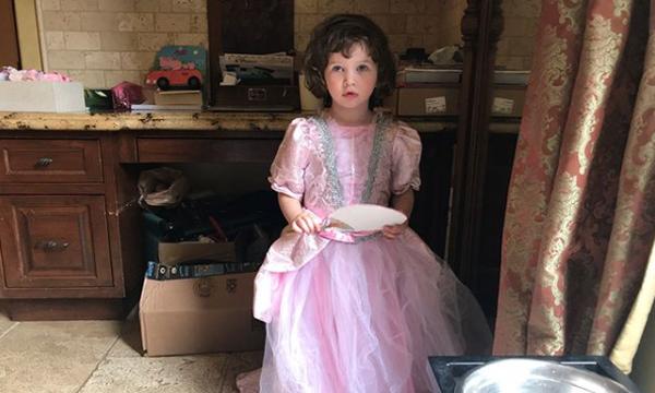 Το κοριτσάκι της φωτογραφίας είναι κόρη διάσημης ηθοποιού - Σας πάει το μυαλό;