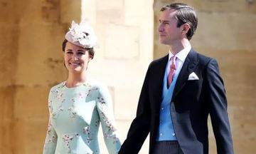 Η Pippa Middleton μας δείχνει για πρώτη φορά την φουσκωμένη της κοιλίτσα