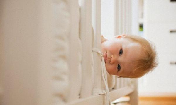 Παιδική αϋπνία: Γιατί δεν μπορεί να κοιμηθεί το παιδί;