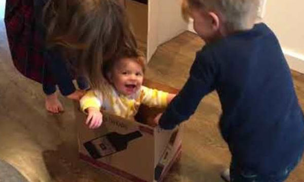Το καλύτερο παιχνίδι για τη μικρή είναι αυτό το χαρτόκουτο - Δείτε γιατί (video)
