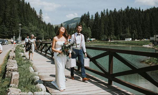 Παντρεύτηκαν με οχτώ καλεσμένους και χωρίς φωτογράφο - Οι φωτογραφίες τους όμως είναι μοναδικές