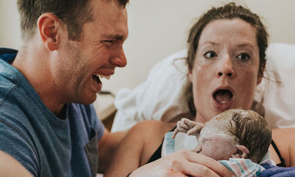 Αντιδράσεις μπαμπάδων τη στιγμή που γεννιέται το παιδί τους μέσα από φωτογραφίες (pics)