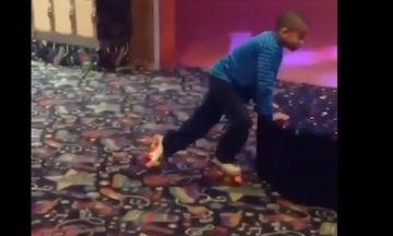 Θέλει τόσο πολύ να κάνει πατίνια αλλά… Δείτε το βίντεο και θα συμπονέσετε αυτό το αγόρι