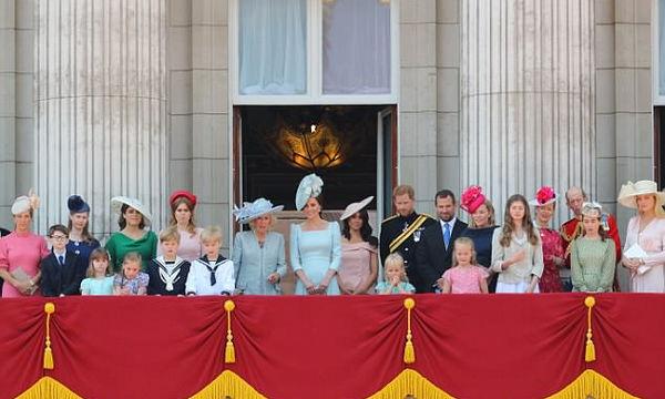 Βασίλισσα Ελισάβετ: Τα δισέγγονά της «έκλεψαν» την παράσταση στον εορτασμό των γενεθλίων της