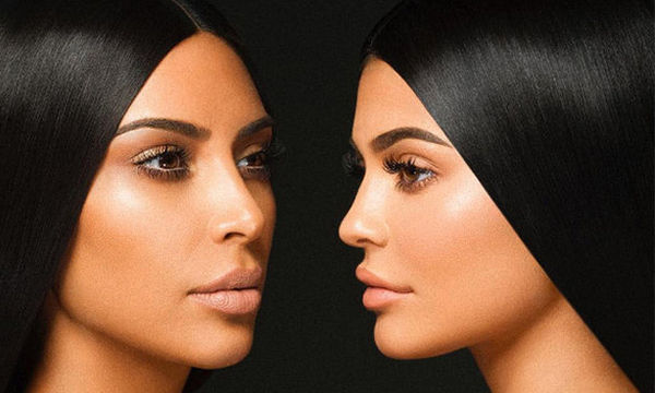 Η απόλυτη σύγκριση: H Kim & η Kylie εμφανίζονται με το ίδιο κολάν & όλοι κολλάνε σε μία λεπτομέρεια