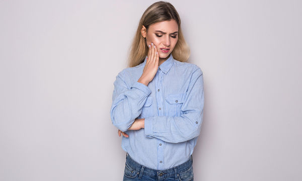Πότε ένα πρήξιμο στο δόντι πρέπει να μας ανησυχήσει;
