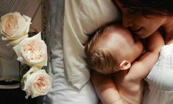 Κοιμάστε μαζί με το μωρό; Δείτε τι τραβάτε, μέσα από αστεία σκίτσα (pics)
