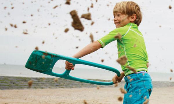 Φτυάρι άμμου με σίτα για ατελείωτα παιχνίδια στην παραλία