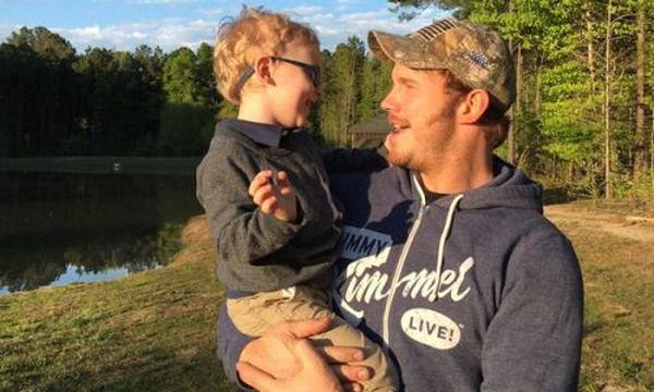 Chris Pratt: Παραδέχεται ότι είναι «αυστηρός μπαμπάς» (vid)