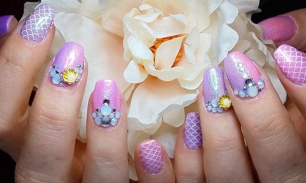 Ροζ νύχια: Το απόλυτο καλοκαιρινό χρώμα στο μανικιούρ