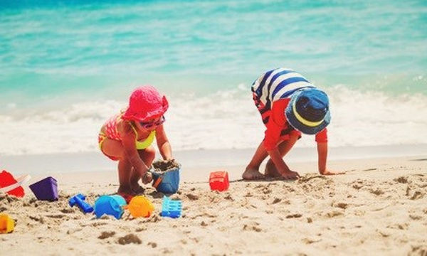 Διακοπές με τα παιδιά: Πώς να απολαύσετε τη φύση χωρίς περιορισμούς