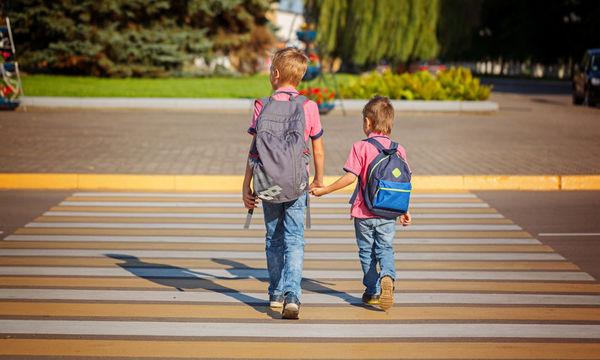 Από ποια ηλικία τα παιδιά μπορούν να διασχίσουν με ασφάλεια το δρόμο;