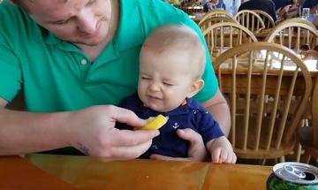 Μωρό δοκιμάζει για πρώτη φορά λεμόνι και η αντίδρασή του είναι απίθανη (video)