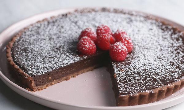 Αφράτη τάρτα σοκολάτας - Λιώνει στο στόμα (video)